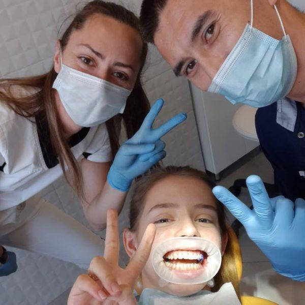 врачи и пациент Сеймейной стоматологии